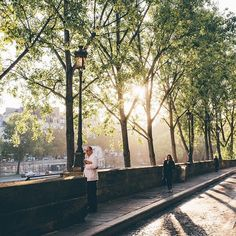 Morning glory in Paris by Juan Jerez.