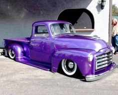 Vintage Trucks Classic Classic Chevy truck - What the hell is up with this low-rider shit? I HATE IT! This is a beautiful truck too! Hot Rod Trucks, Gmc Trucks, Cool Trucks, Pickup Trucks, Gmc Pickup, Classic Chevy Trucks, Classic Cars, Chevy Classic, Custom Trucks