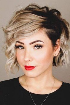 42 Really cute short haircuts and 42 Wirklich süße Kurzhaarschnitte und Frisuren 42 Really cute short haircuts and hairstyles - Prom Hairstyles For Short Hair, Short Curly Hair, Curly Hair Styles, Cool Hairstyles, Hairstyle Ideas, Side Curly Hair, Modern Short Hair, Pixie Wavy Hair, Wavy Pixie Haircut