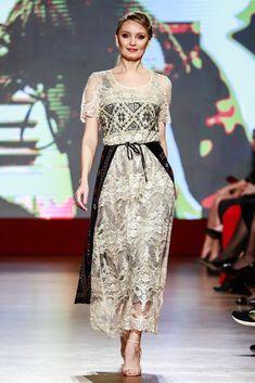 Maria, Regina Inimilor Fashion Show by Liza Panait Fashion Show, Formal Dresses, Collection, Outfit, Runway Fashion, Tea Length Formal Dresses, Formal Gowns, Black Tie Dresses, Gowns