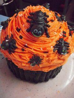 giant-halloween-cupcake-cake.jpg 453 × 604 pixels