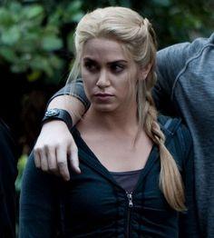 Side braid {Nikki Reed,Rosalie Hale in Twilight saga}