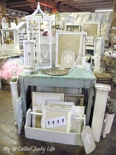 My So Called Junky Life: July Bottoms Up - Antique Booth Flea Market Displays, Flea Market Booth, Vendor Displays, Craft Booth Displays, Booth Decor, Flea Market Style, Store Displays, Flea Markets, Display Ideas