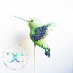 Hummingbird cake pop