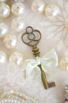 key to my heart, pearls, bows, colors. Under Lock And Key, Key Lock, Antique Keys, Vintage Keys, Vintage Accessoires, Owl Eyes, Old Keys, Key To Happiness, Pearl And Lace