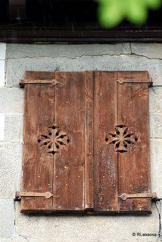 Ventana de la Ermita de Nuestra Señora del Patrocinio en Uztárroz, Valle de Roncal, #Navarra #Spain