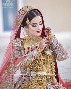Pakistani Bridal Hairstyles, Pakistani Bridal Jewelry, Bridal Hairstyle Indian Wedding, Bridal Mehndi Dresses, Red Wedding Dresses, Bridal Outfits, Indian Jewelry, Bridal Looks, Bridal Style