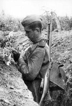 Soldier with a kitten in the trenches
