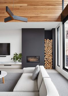 These 15 beautiful modern fireplace designs are so beautiful and yet easy to . - Do it yourself dream house luxury home house rooms bedroom furniture home bathroom home modern homes interior penthouse Modern House Design, Modern Interior Design, Interior Ideas, Contemporary Interior, Modern Interiors, Interior Design Inspiration, Home Interiors, Interior Styling, Modern Wood House