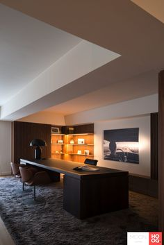 The post Indirect lighting at ub residence appeared first on HOOG.design - Exclusive living inspiration in the United Kingdom. Restaurant Interior Design, Office Interior Design, Home Office Lighting, Interior Lighting, Hotel Interiors, Office Interiors, Home Office Layouts, Luxury Office, Indirect Lighting