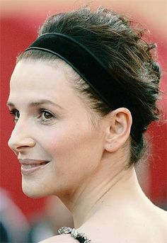 Juliette Binoche: Hair up messily, hairband (add short bangs) Juliette Binoche, Face Angles, Short Bangs, Hair Decorations, Catherine Deneuve, French Actress, Grow Out, Celebs, Celebrities