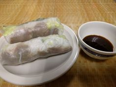 Goi Cuon Thit. Fresh springs rolls with vermicelli noodles, lettuce, cucumbers, basil, and pork.