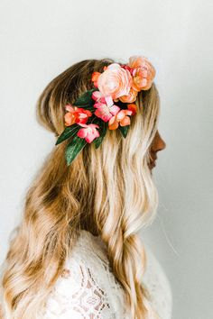 Wedding Hairstyle Whimsical Blush Coral Flower Crown - Blush ranunculus coral-toned blooms swept to the side for a delicate, whimsical look. Made with silk flowers so it'll last forever! Bohemian Hairstyles, Side Hairstyles, Wedding Hairstyles, Flower Hairstyles, Bridal Flowers, Flowers In Hair, Silk Flowers, Coral Hair, Hippie Hair
