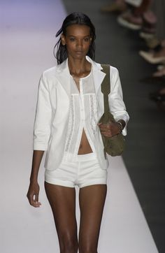 Tommy Hilfiger at New York Fashion Week Spring 2003 - Runway Photos Womens Fashion For Work, Work Fashion, Fashion Models, Fashion Outfits, Fashion Design, Minimal Style, Minimal Fashion, Women's Clothes, Clothes For Women