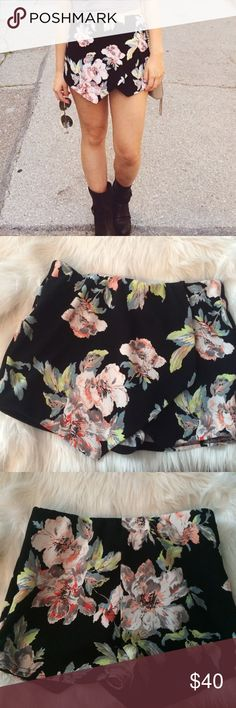 FLORAL SKORT My absolute favorite purchase of 2015. Similar style to the Zara Origami Skort. Brand is New Look and is a European size 10. I usually wear a 4/6 and size small - fits me perfectly! ASOS Shorts Skorts