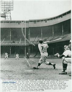 Mickey Mantle At Tiger Stadium Detroit Tigers Baseball, New York Yankees Baseball, Ny Yankees, Sports Baseball, Baseball Players, Baseball Hat, Damn Yankees, Buy Basketball, Baseball Shirts