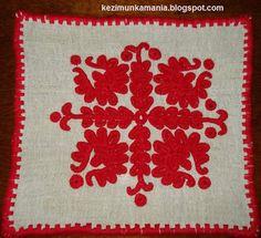 írásos terítő, kicsi méret: 24 x 24 cm Hungarian Embroidery, Folk Embroidery, Traditional, Rugs, Inspiration, Folklore, Romania, Stitches, Polish