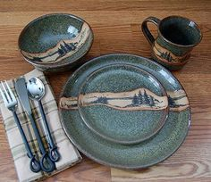 Rustic Mountain Scene Dinnerware Set - have a lodge style table setting anytime with this beautiful stoneware pottery dinnerware. It features a striking mountain scene and a lovely speckled green color, for a great rustic look. Rustic Cabin Decor, Western Decor, Mountain Cabin Decor, Rustic Cabins, Log Cabins, Rustic Wood, Barn Wood, Keramik Design, Home Decor Shelves
