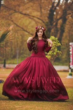 Pakistani Fashion Party Wear, Pakistani Wedding Outfits, Pakistani Dresses Casual, Indian Bridal Outfits, Stylish Dresses For Girls, Stylish Dress Designs, Designs For Dresses, Stylish Girl, Latest Bridal Dresses