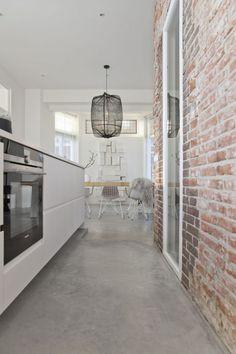 Concrete Kitchen Floor, Concrete Floors, Kitchen Flooring, Elegant Kitchens, Luxury Kitchens, Living Room Interior, Kitchen Interior, Doors And Floors, Scandinavian Kitchen