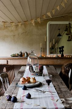 this rustic dining room! Fine Dining, Dining Area, Kitchen Dining, Dining Room, Room Kitchen, Deco Table, A Table, Wood Table, Dining Table