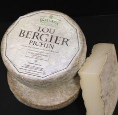 """Lou Bergier Pichin!  Este queso es todo acerca de la leche, las montañas, la hierba, las vacas, y flores de cardo! Está hecho mediante un proceso Fattorie Fiandino ha conocido como el """"Método Kinara"""", que se basa en flores de cardo salvaje de la montaña como el coagulante."""