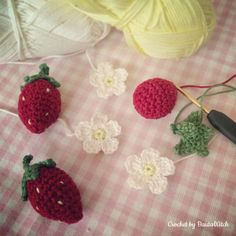 Strawberry Flowers by BautaWitch Strawberry Flower, Crochet Flowers, Crochet Necklace, Have Fun, Creative, Tricot, Threading, Crocheted Flowers, Crochet Flower