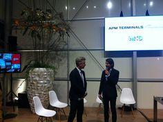 Zur #BOE16 hat De Boer Live Kommunikationsprofi Piet-Harm Sterk (links im Bild), CEO der Amsterdamer Agentur BIND und Kreativdirektor des eubea ausgezeichneten APM Terminals Projekts, eingeladen. Live hat er über diesen Erfolg und was dahinter steckt berichtet. Hier zu sehen im Interview mit Moderator Axel Gilles.