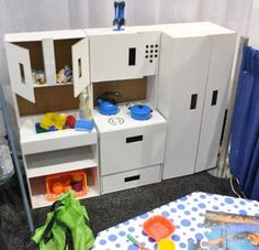 cardboard from Green Town Toys--- This is what I'm planning with the moving boxes diaper boxes. Cardboard Kitchen, Cardboard Box Crafts, Cardboard Playhouse, Cardboard Toys, Cardboard Furniture, Diy Kids Kitchen, Toy Kitchen, Kitchen Cabinets, Diy Karton