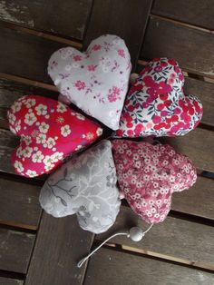 Guirlande de coeurs en Liberty et tissu japonais, coloris rose et gris