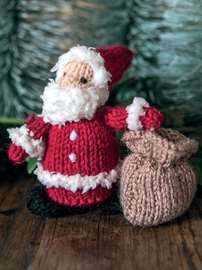 Who doesn't love Christmas! Knit these irresistably cute finger puppets to decorate your home or give as great, festive gifts. The pattern is suitable for knitters of all abilities. Knitted Doll Patterns, Animal Knitting Patterns, Christmas Knitting Patterns, Knitted Dolls, Knitted Christmas Decorations, Christmas Crafts To Make, Christmas Toys, Christmas Ornaments, Christmas Things