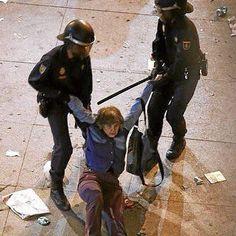 @ccifuentes debe ir a la cárcel por ser la ideóloga de la represión #marianorajoy #rajoy #dimision #terrorismo #25S #29S #madrid #españa #revolucion #soynadie @soynadie #acab #photo #foto #press #prensa #manifestacion #democracia #ciudadanos #riot #protesta