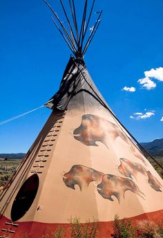 Tipi, Tepee or Teepee is a conical tent made from animal skins or birch bark and popularised by Native Americans of the Great Plains. Native American Teepee, Native American Beauty, American Spirit, American Indian Art, Native American History, American Indians, Native Indian, Native Art, Monuments