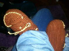 mocassim em crochet bebé