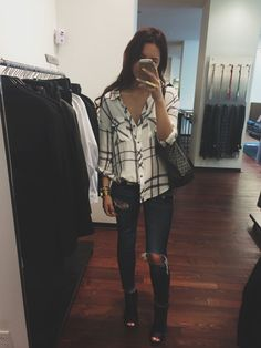 Black and white. Cute and casual outfit. Mode Outfits, Casual Outfits, Fashion Outfits, Fall Winter Outfits, Autumn Winter Fashion, Flannel Outfits Summer, Winter Style, Spring Outfits, Outfits Con Camisa