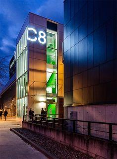 Budynek C8 Politechniki Wrocławskiej.   Building C8 Wroclaw University of Technology.