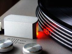 Platine light by ~zinkai on deviantART Vinyl Junkies, Vinyl Records, Audio, Deviantart, Vinyl Turntable, Handmade, Medicine, Lifestyle, Turntable