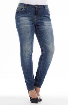 Distressed Wash Straight Leg \ indigo | Style No: J3095 Stretch Denim Straight Leg Jean. This Jean has 5 pockets and has a distressed wash denim. It has a whisker detail on the hips. #dreamdiva #dreamdivafiles #fashion #plussize Chic And Curvy, Stretch Denim, Indigo, Diva, Plus Size, Jeans, Casual, Bridge, Pockets