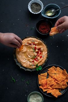 Roasted Red Pepper Hummus very popular Hummus version. simple creamy Roasted Red Pepper Hummus made with sweet red bell peppers, chickpeas, garlic, tahini. Best Gluten Free Recipes, Vegetarian Recipes, Healthy Recipes, Homemade Tahini, Red Pepper Hummus, Good Food, Yummy Food, Roasted Red Peppers, Kitchen Photos