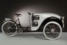 The 2CV Paris consists of the back end of a 1929 Duomo grafted to the front...