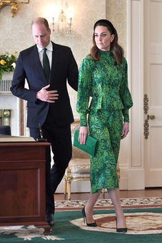 Prince William and Kate Middleton Meet with Irish President - Official Visit to Ireland, Day 1 — Royal Portraits Gallery - Imágenes efectivas que le proporcionamos sobre diy furniture Una imagen de alta calidad puede deci - Princesa Kate, Angelina Jolie, Style Kate Middleton, Kate Middleton Outfits, Pippa Middleton, Style Royal, Herzogin Von Cambridge, Prince William And Catherine, William Kate