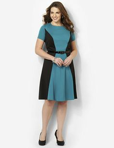 Our top pick for slimming style and a flattering silhouette, this must-have… 60 Fashion, Over 50 Womens Fashion, Plus Size Fashion, Fashion Heels, Work Fashion, Ladies Fashion, Fashion Design, Types Of Dresses, Plus Size Dresses