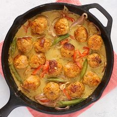These Green Curry Sweet Potato Chicken Meatballs are the ultimate healthy meal-prep recipe. They are high-protein, low-carb, and full of amazing Thai curry flavor! Healthy Chicken Dinner, Chicken Meal Prep, Healthy Meal Prep, Chicken Recipes, Healthy Eating, Clean Eating, Curry Recipes, Vegetarian Recipes, Cooking Recipes