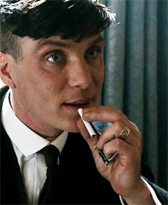 Whenever someone tells me not to smoke xD Jk, I just put a pen in my mouth and act like smoking to annoy people xD ❤❤❤ Peaky Blinders Tommy Shelby, Peaky Blinders Thomas, Cillian Murphy Peaky Blinders, Boardwalk Empire, Beautiful Celebrities, Beautiful People, Peaky Blinders Series, Birmingham, Hip Hop And R&b