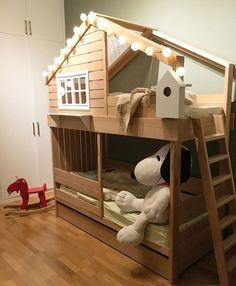 Planning to build a loft bed for kids in the nursery? Get creatively inspired with these delightful kids loft beds ideas in our gallery! Kids Bed Design, Baby Room Design, Baby Room Decor, Girls Bunk Beds, Bunk Bed Rooms, Kid Beds, Loft Beds, Wood Bedroom, Kids Bedroom