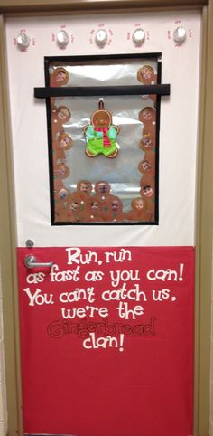Christmas Gingerbread Man Classroom Door Decoration - New Deko Sites Christmas Door Decorating Contest, Holiday Door Decorations, School Decorations, Christmas Themes, Winter Door Decoration, Gingerbread Man Decorations, Christmas Bulletin Boards, Classroom Crafts, Infant Classroom Ideas