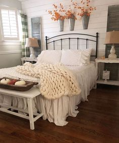 autumn farmhouse bedroom autumn farmhouse bedroom layla mcgovern laylamcgovern HOME This room is so cozy and perfect for autumn I love the cozy nbsp hellip bedding autumn Dark Cozy Bedroom, Fall Bedroom, Pretty Bedroom, Bedroom Decor, White Bedroom, Bedroom Ideas, Dream Rooms, Dream Bedroom, Spanish Home Decor