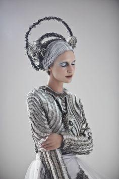 Sorcha O'Raghallaigh safety pin couture « Outi Les Pyy Fashion Art, Editorial Fashion, High Fashion, Textiles, Color Plata, Mode Outfits, Headdress, Wearable Art, Fashion Photography