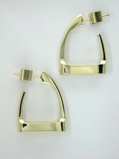 The Stirrup is an all-time favorite! These earrings are comfortable and they make a bold statement in classic style. If you prefer a simple post earring you will love these! Set sideways on a post with a secure locking back. Equestrian Jewelry, Horse Jewelry, Equestrian Outfits, Equestrian Style, Body Jewelry, Jewelry Shop, Jewelry Stores, Jewelry Accessories, Fine Jewelry