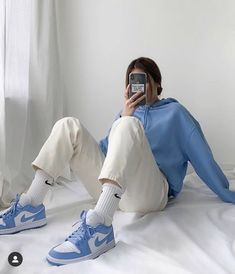 Indie Outfits, Retro Outfits, Cute Casual Outfits, Vintage Outfits, Blue Outfits, Blue Sneakers Outfit, Sport Outfits, Vintage Hats, Women's Casual